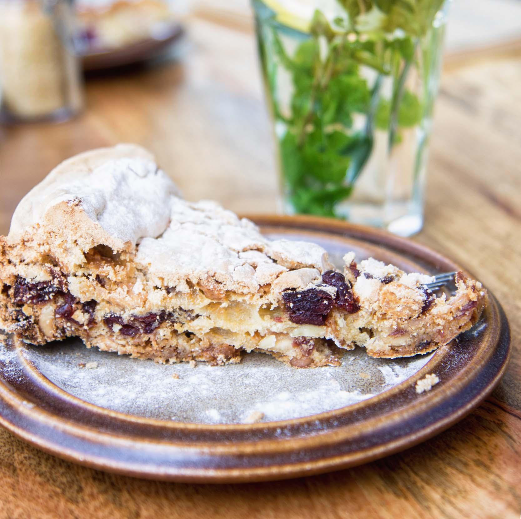 schuimtaart-cranberry-amandel-dronten-taart